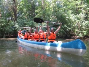 Partiolaiset nauttivat luonnosta Unkarin toiseksi pisimmällä joella, Tiszalla. Kuva- Anna Hakala