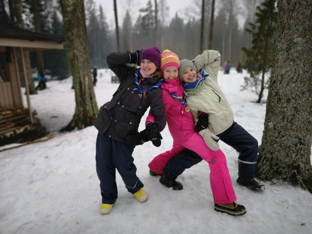 Vilma Lusa, Anna Lavikainen ja Emilia Hickey Rospuutto-talviretkellä. Kuva_ Jenni Roth